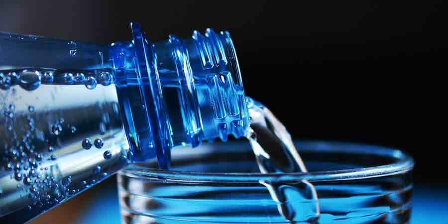 Botella de agua. Bpa. botellas de agua. botellas. botella agua. botellas de plástico.