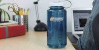 Botellas de agua transparentes