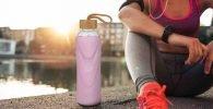 Botella de agua rosa