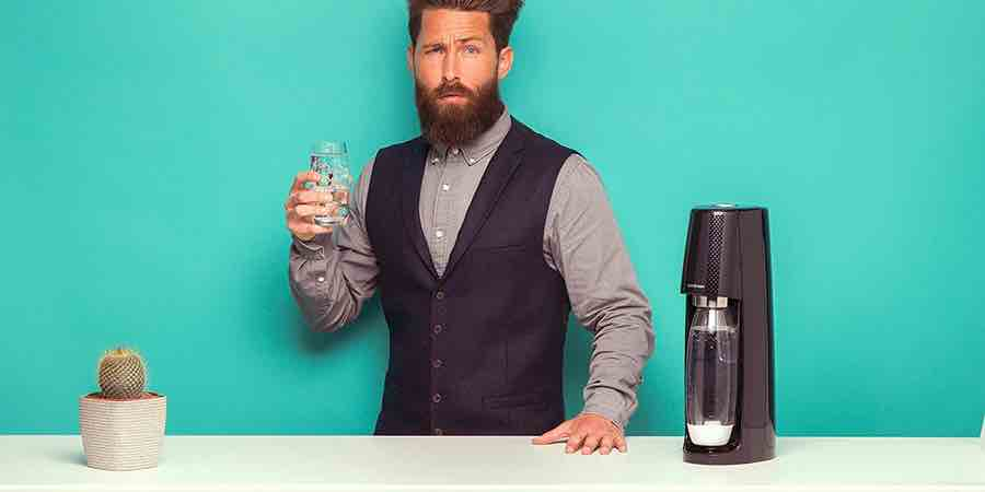 carbonatar las bebidas con una maquina de hacer soda